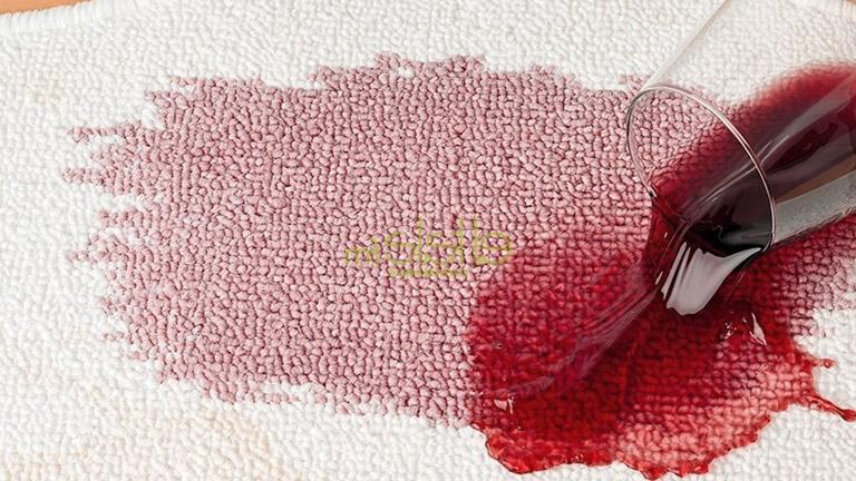 quitar manchas de vino tinto en mantel blanco