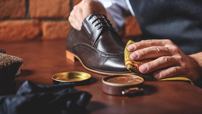 como limpiar zapatos de cuero sintetico