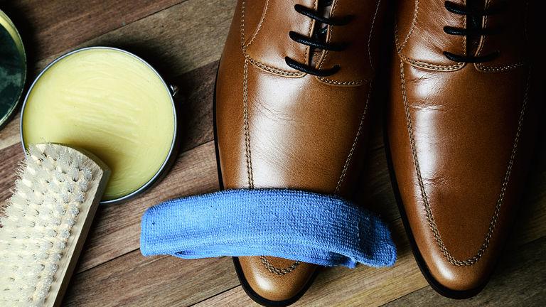 como limpiar zapatos de cuero