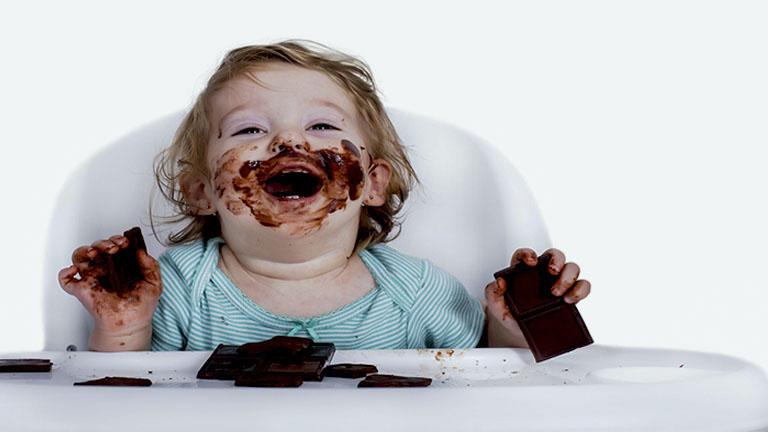 maneras de eliminar mancha de chocolate en prendas ropa