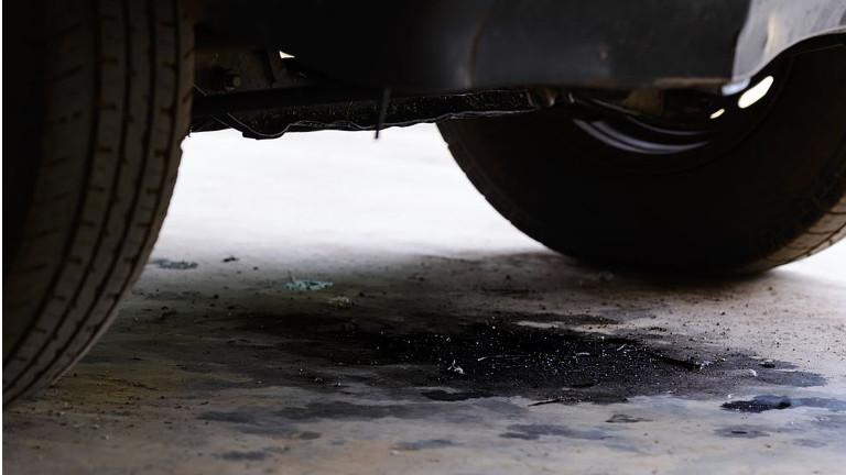 Como quitar manchas de aceite de motor del suelo