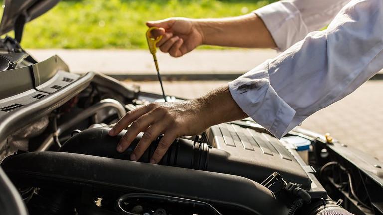 Como quitar manchas de aceite de motor