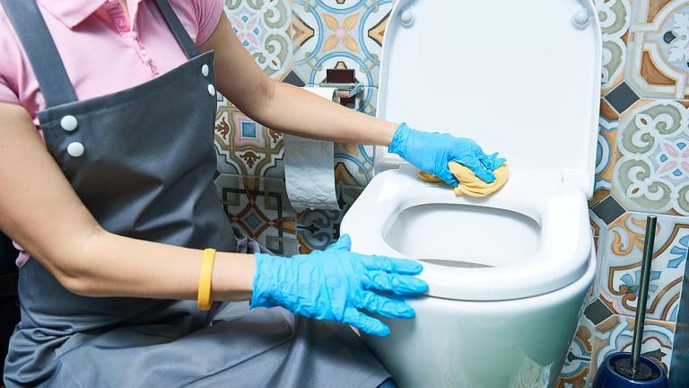 Limpiar el inodoro con lejia