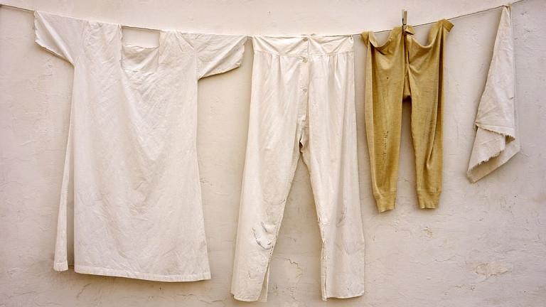 quitar las manchas amarillas de la ropa con bicarbonato