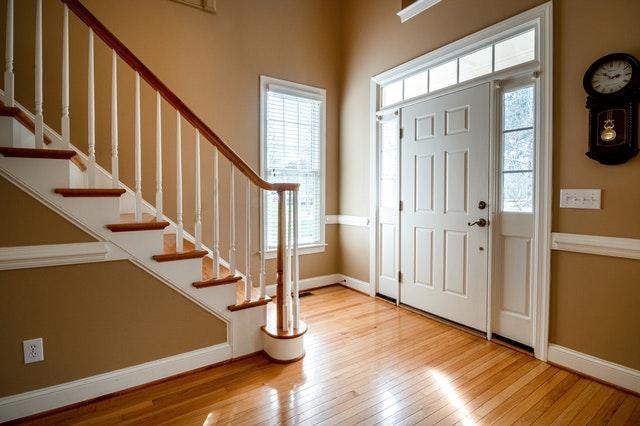 Limpiar puertas de madera blancas