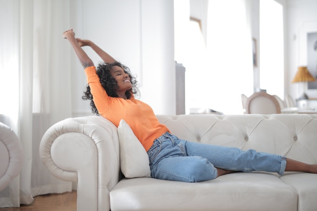 Eliminar olores de un sofá