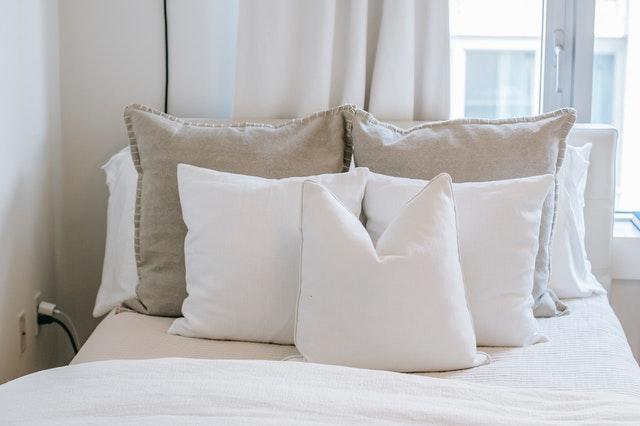 Quitar manchas amarillas de una almohada
