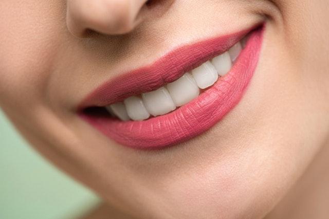Quitar manchas en los dientes