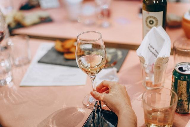 Eliminar manchas con vino blanco