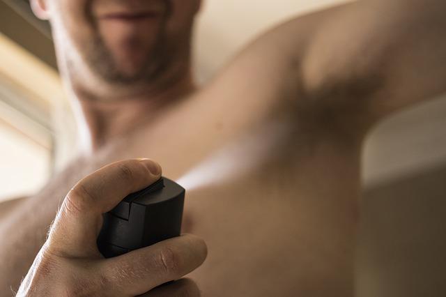 Consejos para evitar manchas de desodorante