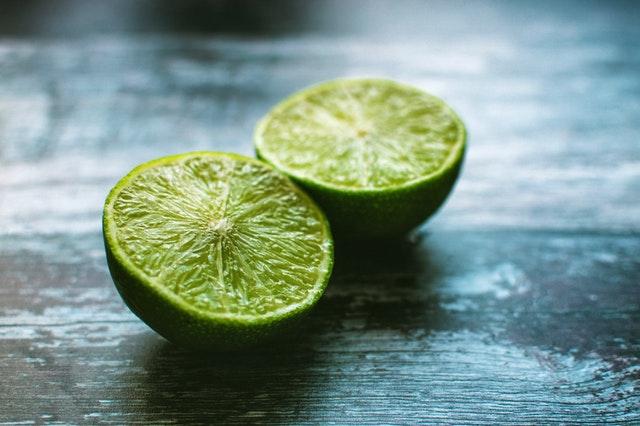 Limón para manchas de desodorante