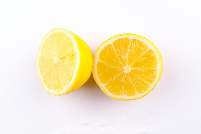 Limón para manchas de granada