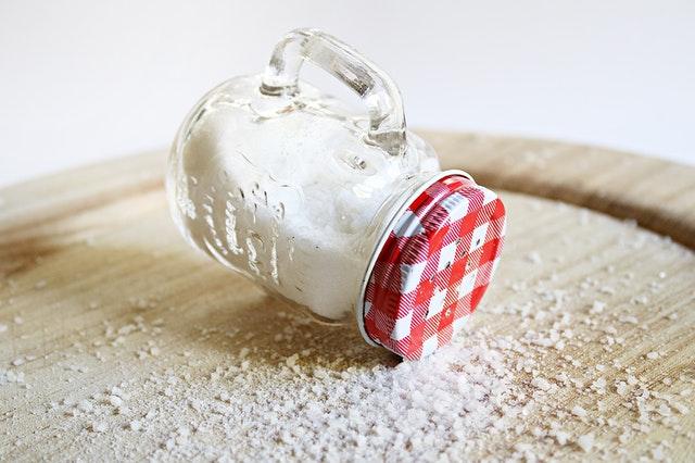 Quitar manchas con sal fina
