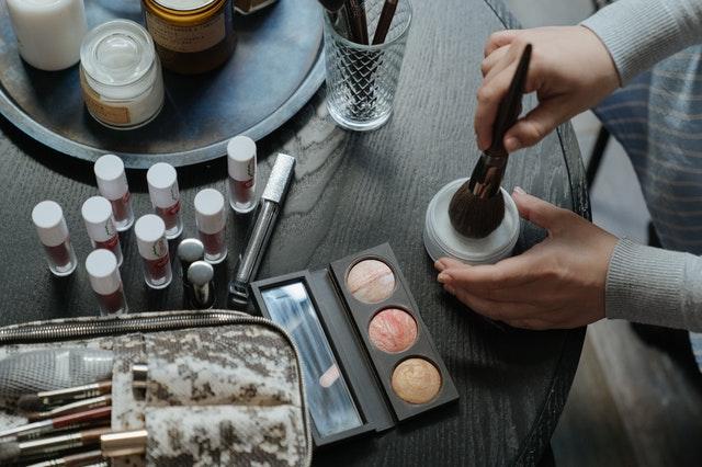 Eliminar manchas de maquillaje con detergente