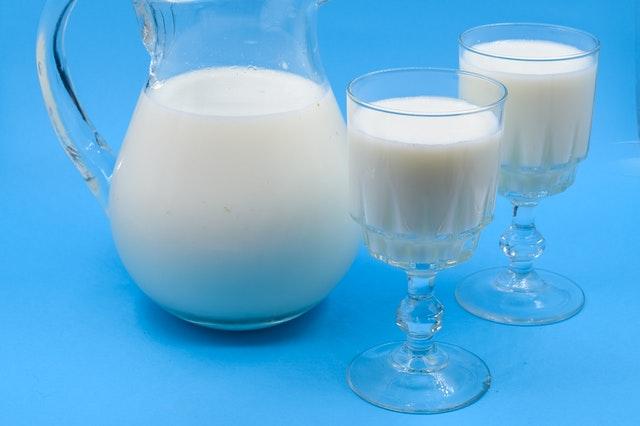 Quitar una mancha de frambuesa con leche