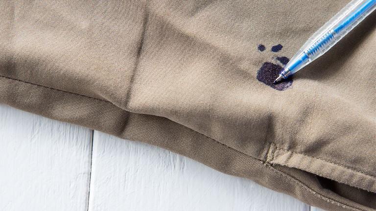 Trucos para quitar manchas de tinta en ropa