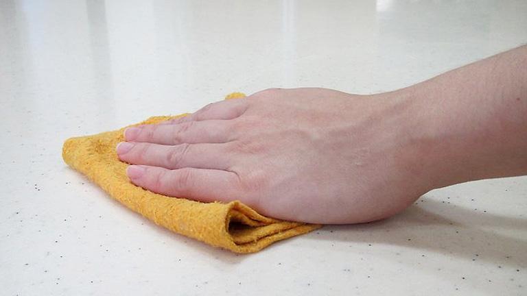 como quitar manchas del marmol